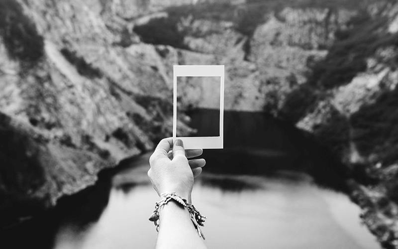 Snap Instant Photos – The Polaroid Is Back!